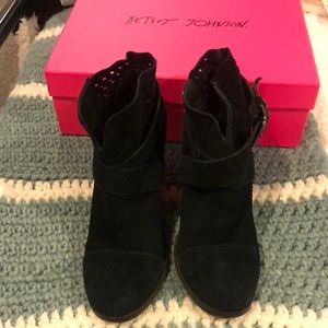 Neeto Ankle Boots